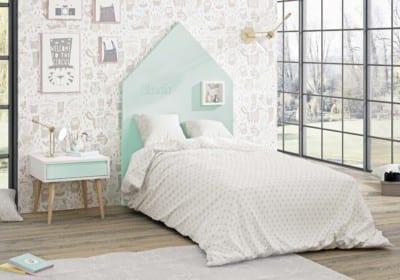 Dormitorio Juvenil Piñero y Cabrero: Tonos blanco, roble, lana y agua
